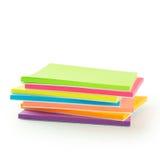 多色柱子稠粘的笔记本 免版税库存图片