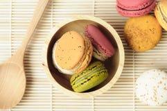 多色点心法国人蛋白杏仁饼干 免版税图库摄影