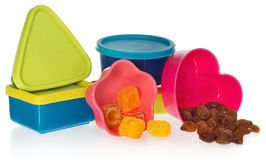 多色的厨房铸造用葡萄干和糖果 把闭合装箱以心脏、星、asquare和圈子的形式 免版税库存照片