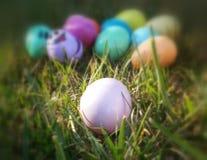多色的复活节彩蛋显示 免版税库存图片