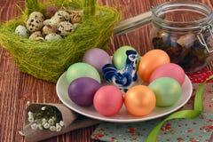 多色的复活节彩蛋 免版税图库摄影