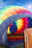 多色的热空气气球视图从里边 图库摄影