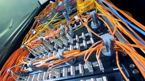 多色缆绳被连接到多台服务器 股票视频