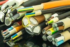 多芯的非装甲的铝和铜电缆的各种各样的大小 免版税库存图片