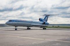 多莫杰多沃机场,莫斯科- 2015年7月11日, :图波列夫Tu154M Belavia航空公司EW-85748  免版税库存照片