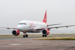 多莫杰多沃机场,莫斯科- 2015年10月25日, :空中客车精力航空公司A319  免版税库存图片