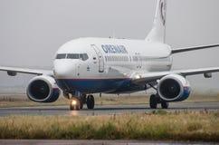 多莫杰多沃机场,莫斯科- 2015年10月25日, :OrenAir航空公司波音737-800  图库摄影