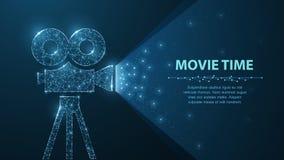 多角形wireframe放映机展示影片在深蓝的晚上与在他的星轻 免版税库存图片
