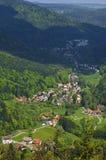 多贝尔山村看法在黑森林 库存图片