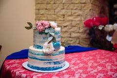 多重婚宴喜饼 在白色和蓝色颜色的甜点 图库摄影