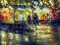 多雨夜通过挡风玻璃 免版税库存照片
