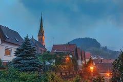 多雨天气在黑森林德国的山村 库存图片
