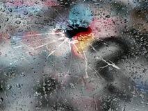 多雨天气,在满身是汗的残破的玻璃问号的题字 免版税库存照片