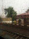 多雨火车 库存图片