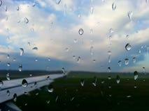 多雨飞行 免版税库存照片