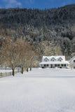 多雪农厂的房子 免版税库存照片