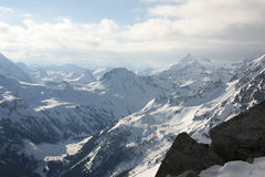 多雪奥地利的山 免版税库存图片