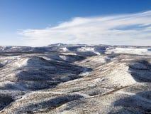 多雪小山的横向 免版税库存照片