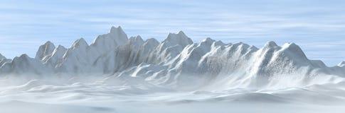 多雪有雾的山 免版税库存照片
