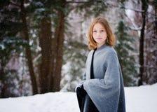 多雪森林的女孩 免版税库存图片