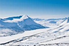 多雪横向的山 库存照片