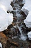 多雪的小河 库存照片