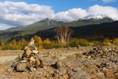 多雪的山峰在国家公园Daisetsuzan 库存图片