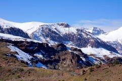 多雪的山峰在智利 免版税库存照片
