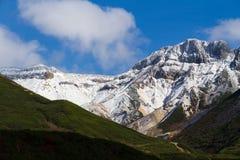 多雪的山峰在Daisetsuzan,日本 库存照片