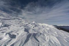 多雪的山峰 免版税库存图片