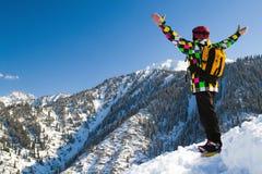 多雪的山的体育运动人 免版税图库摄影