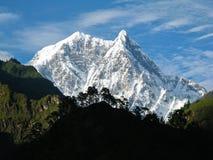 多雪的山 免版税图库摄影