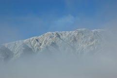 多雪的山 库存照片