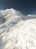 多雪的山 库存例证