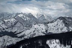多雪的山 免版税库存照片