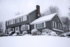 多雪的房子 库存照片