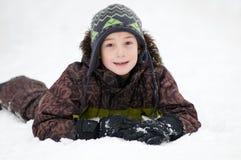 多雪的男孩 免版税库存图片