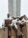 多雪的看看叫作人` s友谊曲拱的纪念碑在Kyiv,乌克兰 图库摄影