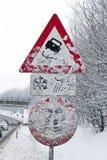 多雪的路标 库存图片