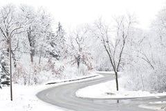 多雪的车行道 免版税图库摄影
