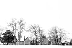 多雪的风景的议院与树 阿塔萨宫殿在莱奥阿,巴斯克地区 免版税图库摄影