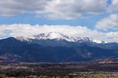 多雪高峰的矛 免版税库存照片