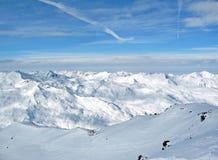 多雪alpes法国的山脉 免版税库存照片