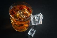 多维数据集冰威士忌酒 免版税库存照片