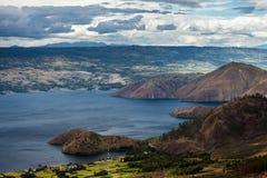 多巴湖在印度尼西亚,最大的火山的湖在世界上 库存照片