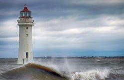 多暴风雨的天气栖息处岩石灯塔 库存照片