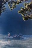 夜丰颂泰国- 1月24日:旅客航行竹子镭 免版税库存照片