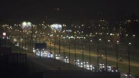 夜交叉路交通在城市 影视素材