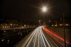 夜交通在斯德哥尔摩 瑞典 05 11 2015年 免版税库存照片