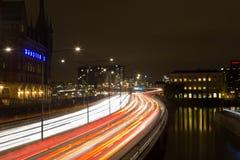 夜交通在斯德哥尔摩 瑞典 05 11 2015年 免版税库存图片